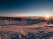 Noc, svítání a východ slunce na Klínovci, jasná obloha a teplota -8 st C. (5.2.2019)