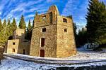 Nově zrekonstruovaná historická vápenka v lesích nedaleko Kovářské