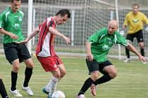 FOTBALISTÉ FC CHOMUTOV porazili v rámci tradiční Letní ligy mužstvo Děčína 1:0. Z velkého množství chomutovských šancí se ujala pouze jediná, ta Ilavského ze 35. minuty.
