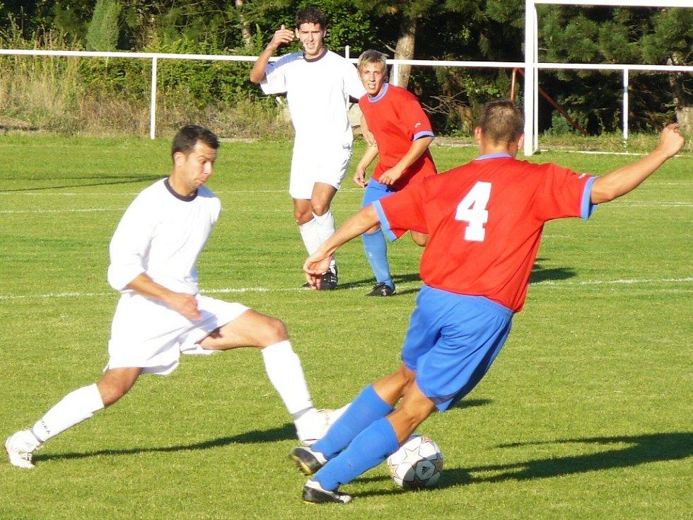 DERBY BEZ GÓLů. V rámci druhého kola 1. A třídy se hrálo derby mezi béčkem LoKo Chomutov a Sokolem Březno. Během devadesáti minut se diváci žádného gólu nedočkali.