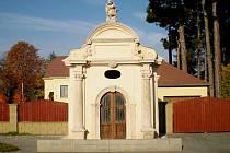 Kaple Panny Marie na Mostecké ulici v Chomutově je zvenku opravená. Rekonstrukce interiéru ji čeká letos.