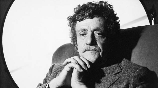 Na webu mujrozhlas.cz je možné si poslechnout čtení s hvězdičkou. Nabízí hru Matka noc od Kurta Vonneguta.