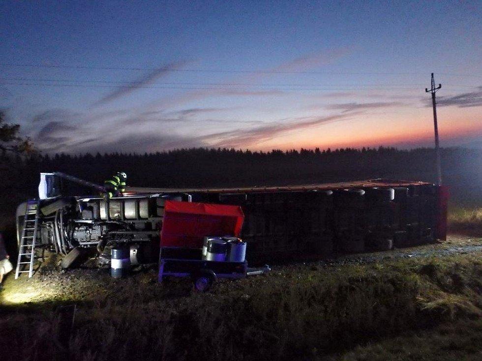 Kamion se u Hory sv. Šebestiána převrátil na bok
