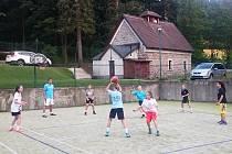 Večerní trénink Levhartic U 15 vedl v Janově nad Nisou Tomáš Eisner.