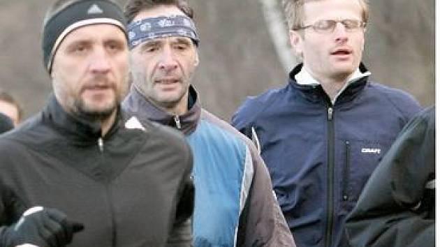 K nejpilnějším běžcům minulého ročníku ZBP patřili v celkovém pořadí druhý a třetí z kategorie veteránů Miroslav Thums a Jan Zelenka (uprostřed), Miroslav Řehák (vpravo) byl čtvrtým mužem.