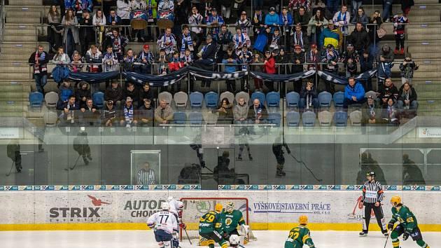 Fanoušci na chomutovském zimním stadionu.
