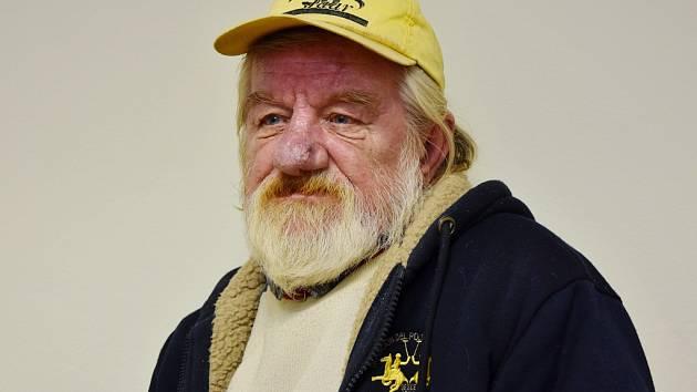 František pochází z Mostecka, pracoval ale v Jirkově, kde také poslední měsíce nachází přístřeší.
