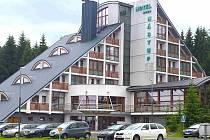 Hotel Nástup doly nechaly postavit v roce 1969, původně sloužil horníkům jako rekreační chata. Před patnácti lety prošel rozsáhlou a náročnou rekonstrukcí.