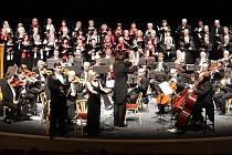 Jeden z velkých závěrečných koncertů Festivalového orchestru Petra Macka. Archivní foto