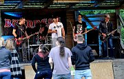 Festival Pecká Motopecka přilákal do Vysoké Pece příznivce tvrdší hudby a motorkáře