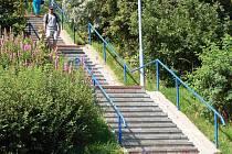Na sídlištích v Jirkově je v plném proudu oprava schodišť. Opravovat se jich bude celkem sedmnáct. Na snímku schodiště na sídlišti Vinařice I. Oprava vyjde město na tři miliony korun.