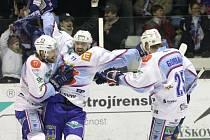 Na ledové ploše chomutovského zimního stadionu se utkali domácí hokejisté KHL Chomutov  s týmem z HC Kometa Brno.