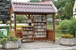 První knihobudka na Chomutovsku vznikla v obci Jindřišská, která spadá pod Jirkov. Dnes jí prvenství patří za to, že obsahuje i nosiče s filmy a hudbou.
