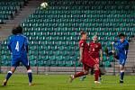České fotbalistky (v červeném) v zápase s Azerbájdžánem.