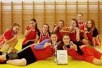 Děvčata ze ZŠ Školní z Chomutova vyhrála krajské kolo v basketbalu 8. a 9. tříd