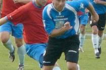 VELIKOU OPOROU fotbalového Tatranu Kadań byl kanonýr Martin Poustka (na snímku v popředí), který v uplynulého sezoně krajského přeboru nastřílel rovných třicet gólů!