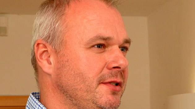 NEPŮJDEME SPÁT. Podle průběžných výsledků vede ANO 2011 v čele s Markem Hrabáčem.