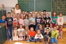 Žáci 1. B ze ZŠ Studentská v Jirkově s paní učitelkou Janou Kužminskou