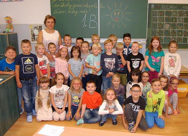 Žáci 1.B ze ZŠ Studentská vJirkově spaní učitelkou Janou Kužminskou