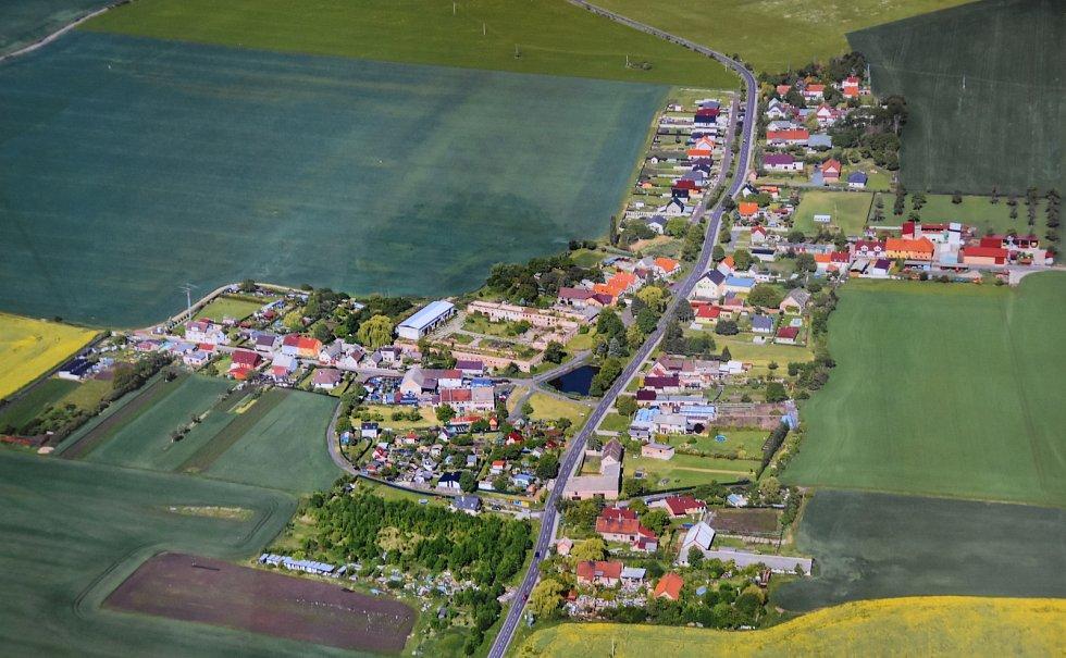 Letecký snímek Pesvic.