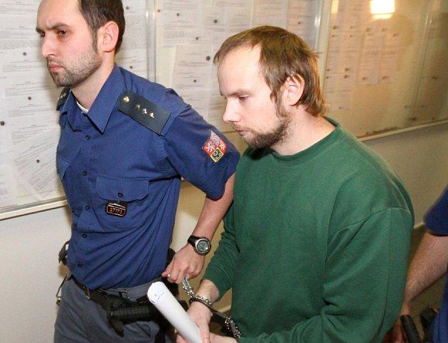 Ústecký okresní soud 2. ledna rozhodl o prodloužení vazby muži, který čelí obvinění z vraždy a znásilnění devítileté dívky z Klášterce nad Ohří.