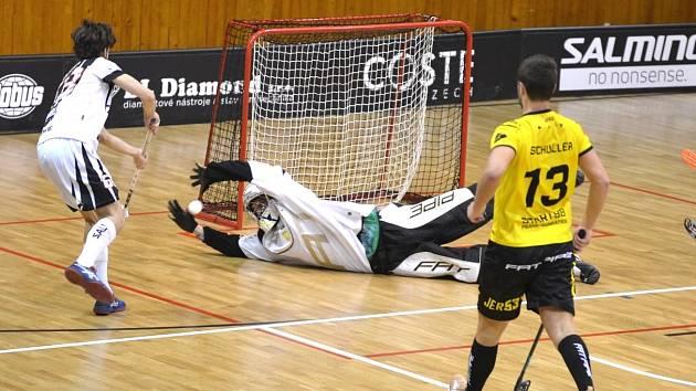 GÓL: V 18. minutě unikl po levé straně Tadeáš Melíšek a srovnal skóre první třetiny na 1:1. Během dalšího průběhu utkání viděli diváci ještě dalších čtrnáct gólů.