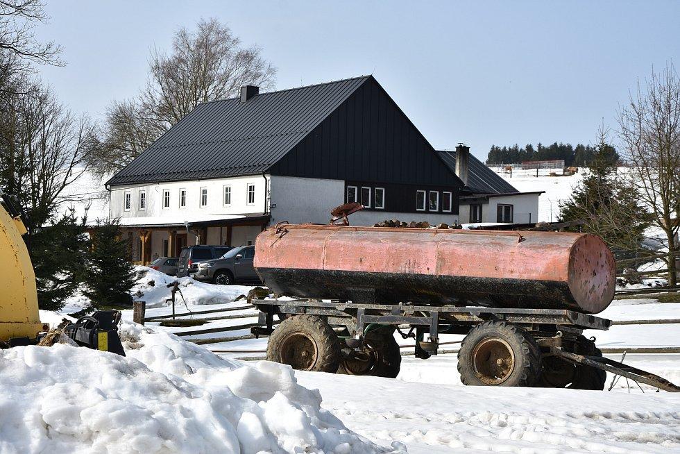 Farma Kýšovice ve Výsluní.