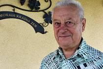 Filip Škapa byl v Jirkově prvním porevolučním starostou. Na sever přišel před více než padesáti lety z jihomoravských Prušánek a k Moravě i vínu má stále vřelý vztah.