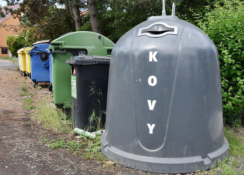 Pesvice jsou oceňované za třídění odpadu. Ve vesnici je šest hnízd s kontejnery.