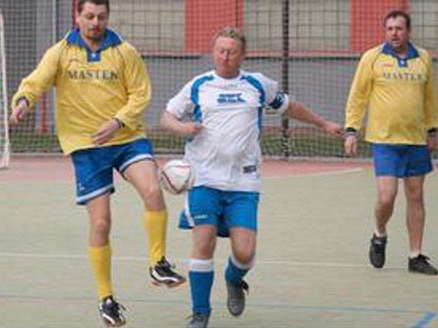 PŘÍZNIVCI malého fotbalu si určitě nenechají Chomutovský pohár ujít.