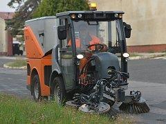 Technické služby pořídily dva nové stroje, které pomohou udržovat čistotu ve městě.
