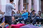 Vatriu Chomutovské knihovny se konal večer slam poetry.