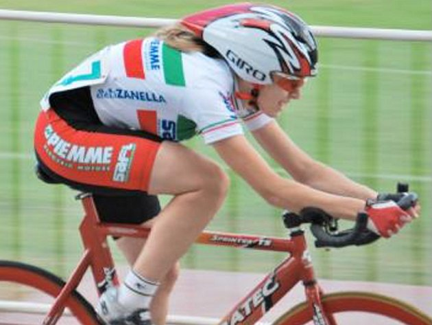 MARTINA MIKULÁŠKOVÁ vyhrála v Plzni dvě medaile z mistrovství ČR, ale také má za sebou hodně nepříjemný pád.