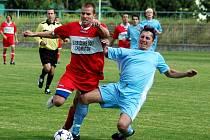 Hostující hráč byl vyloučen za faul na pronikajícího Zapského.
