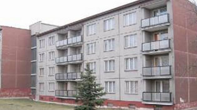 BUDOU TU BYTY. Objekt ubytovny ve Studentské ulici. Město ji přestaví na byty.