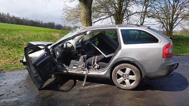 Dopravní nehoda osobního auta v Blatně.