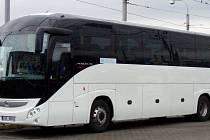 MODERNÍ autobus jezdí hlavně Prahu, vidět je ale i v regionu