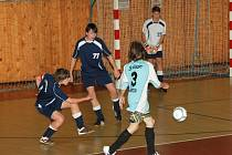 Třetí základní škola (v modrém) prohrála s dvanáctou základní školou 1:3.