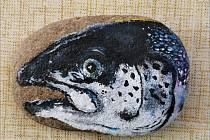 Motiv skotského lososa čekal na nálezce v Chomutově.