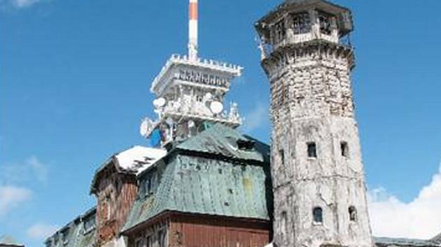 HOTEL KLÍNOVEC. Stavba na vrcholu Klínovce potřebuje mnohamilionové investice. Obce Boží Dar teď hledá strategického partnera, který by rekonstrukci zaplatil.