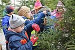 Děti z jirkovských školek zdobily vánoční stromečky