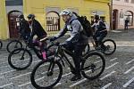 V Kadani si dali dostaveníčko příznivci elektrokol a vyrazili na trasu kolem Kadaně a Klášterce Nad Ohří.