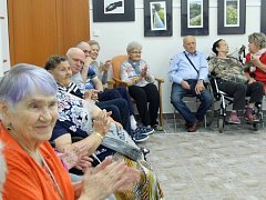 Jirkovští dědečkové a babičky se mohou těšit na filmy pro pamětníky.