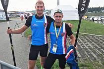 Ondřej Bišický (vpravo) s Martinem Saidlem soutěžili na MS v kategorii K2 200 m. Chomutovský rychlostní kanoista byl v 19 letech jedním z nejmladších závodníků na MS.