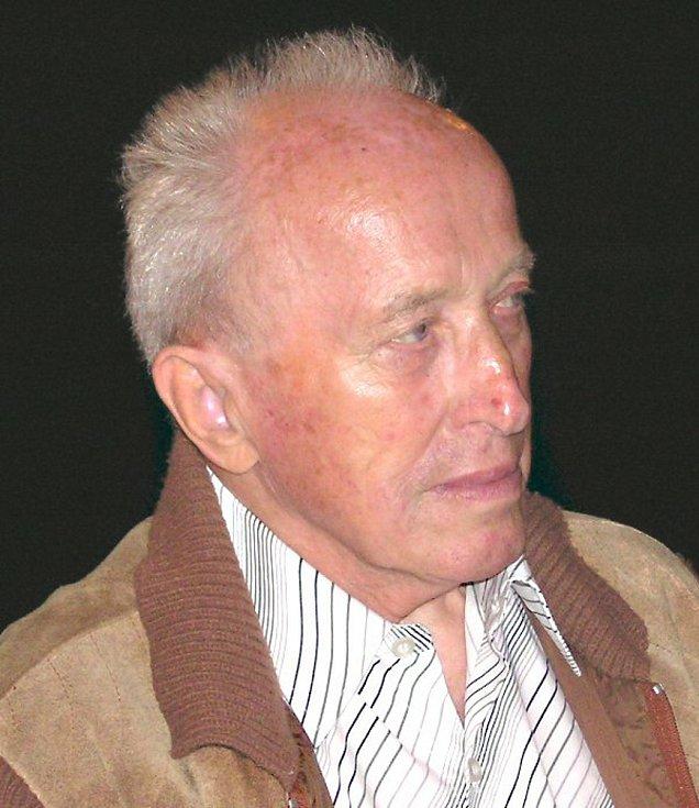 Hugo Štěpánek byl nejlepším záložníkem poválečného týmu pověstný výbornou přihrávkou, odehrál také několik utkání v krajských soutěžích koncem 60. let v době, kdy mu bylo 42 let. Patřil mezi klíčové postavy strupčického fotbalu padesátých a šedesátých let