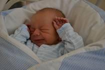 Alexandr Šťastný se narodil 1.12. v 7:43 rodičům  Petře a Alešovi Šťastným. Měřil 51 cm a vážil 3050 g. Doma se na něj těší roční sestřička Štěpánka.