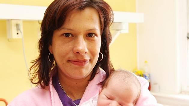 Nikola Svobodová se narodila v chomutovské porodnici 8. 5. 2008 ve 01:20 hodin. Míra 52 cm, váha 3 kg. Na snímku s maminkou Lenkou Svobodovou z Chomutova.