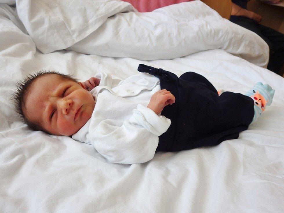 Jiří Fischer se narodil 4. května 2018 ve 12.54 hodin rodičům Marii Beňákové a Jiřímu Fischerovi z Chomutova. Vážil 2,2 kg a měřil 45 cm.