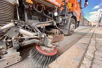 Technické služby města Chomutova pokračují v blokovém čištění.