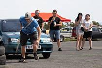 Sraz milovníků automobilů a tuningu se konal od soboty do neděle na letišti v Březně u Chomutova.